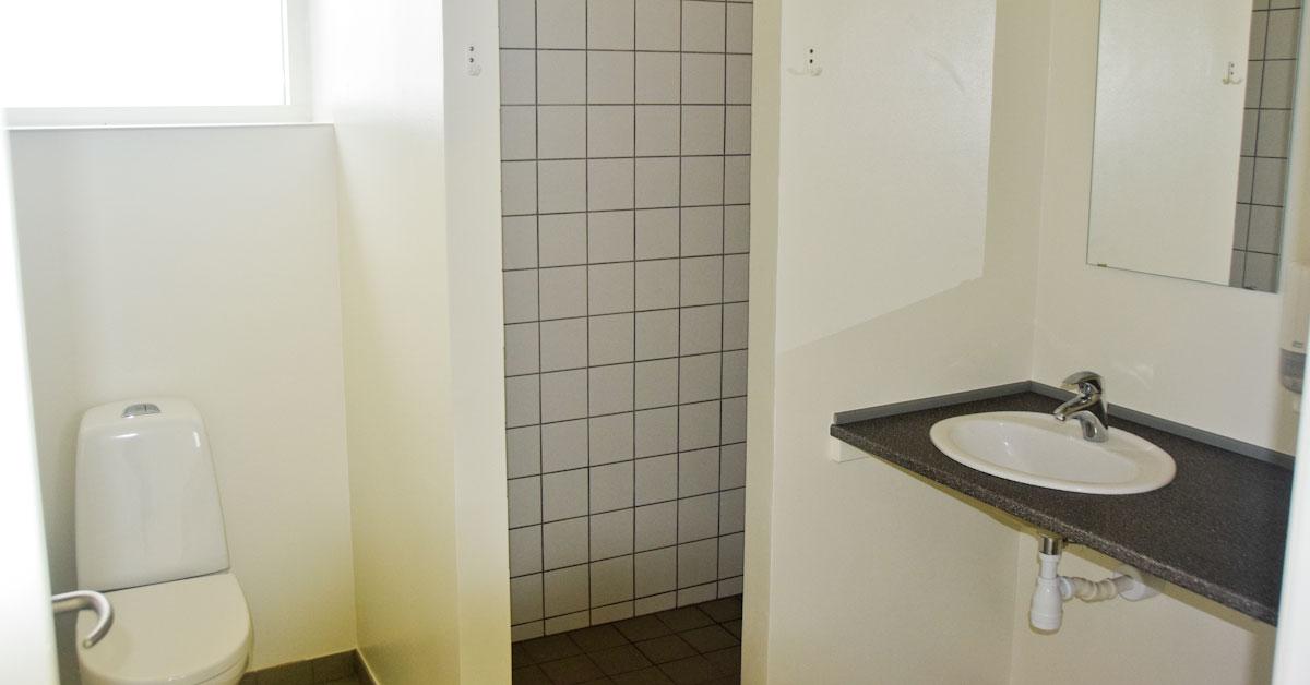ny_toilet_105_001_032